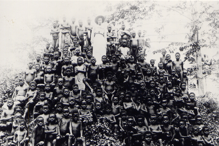 Alice Seeley Harris with Congolese children