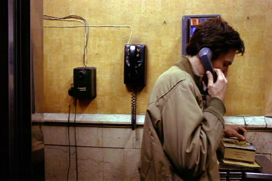 Travis on a pay-phone scene -- Taxi Driver (1976)