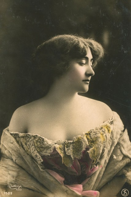 Valentine de Saint-Point as photographed by Charles Reutlinger in 1907 © Adrien Sina Collection