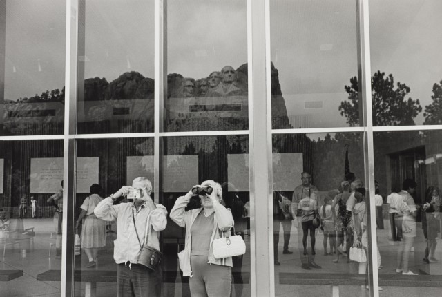 Lee Friedlander, Mt Rushmore, South Dakota, 1969, gelatin-silver print. © Lee Friedlander, courtesy of Fraenkel Gallery, San Francisco and Wilson Centre for Photography.