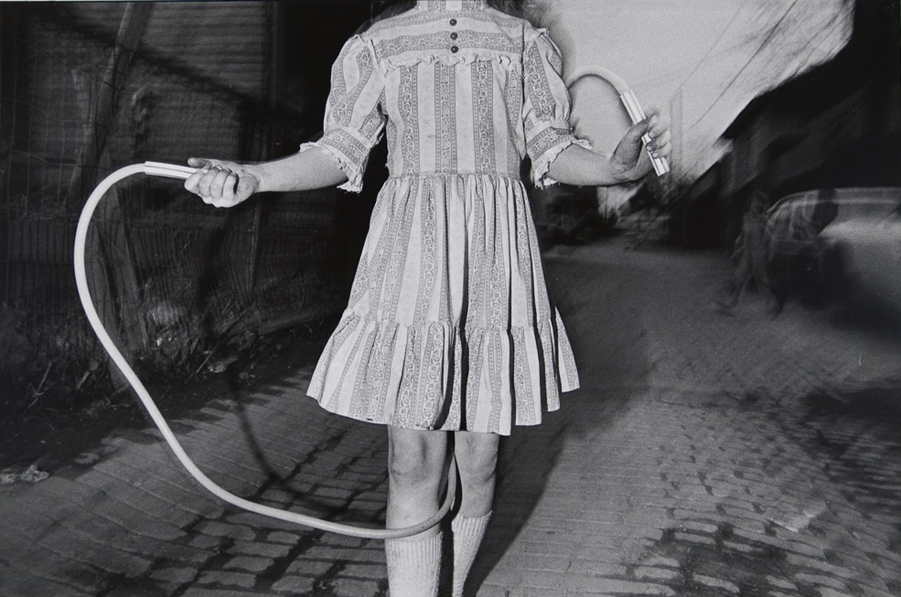 Mark Cohen, Jump Rope, 1975, gelatin-silver print. © Mark Cohen, courtesy of Wilson Centre for Photography.