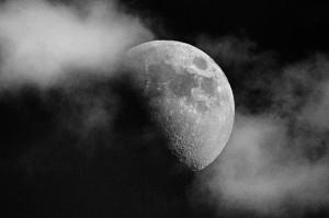 moon_21_980px653